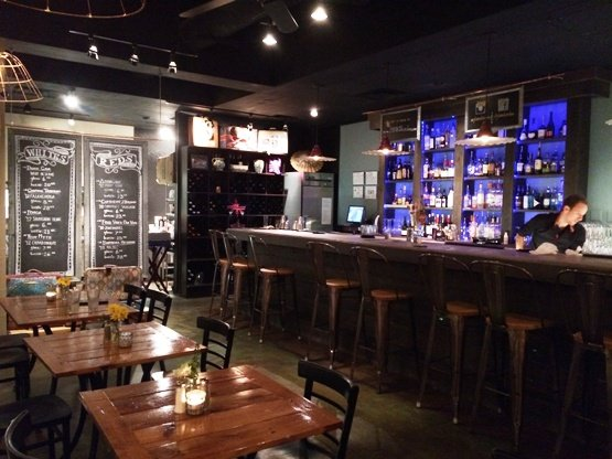 Interior and bar at Plates Neighborhood Kitchen, Raleigh- NC Triangle Dining