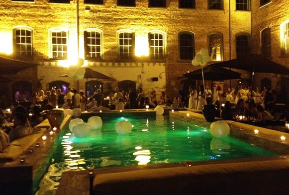 BabylonCourtyard-WhiteParty