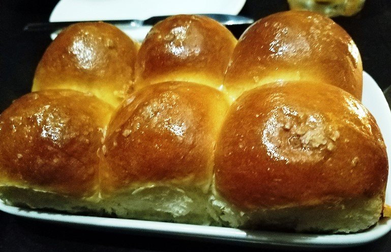 Phenomenal malted wheat rolls at Crawford and Son in Raleigh - nctriangledining.com