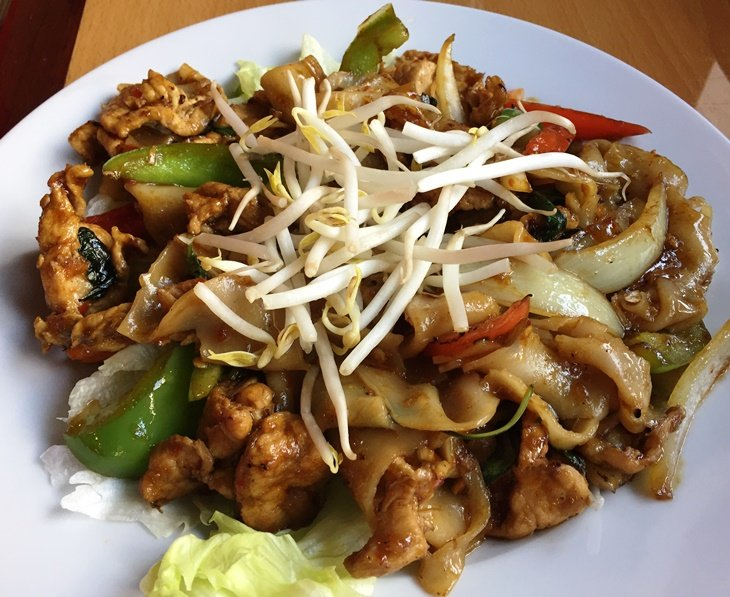 Drunken noodles with pork at Mama Jee in Raleigh - NC Triangle Dining